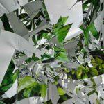 2011 Artificial Forest インクジェットされたポリエステル布にミラーシートを張り合わせたもので、人工的な植物の森を表現